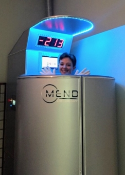 Customer Heather during cryotherapy session